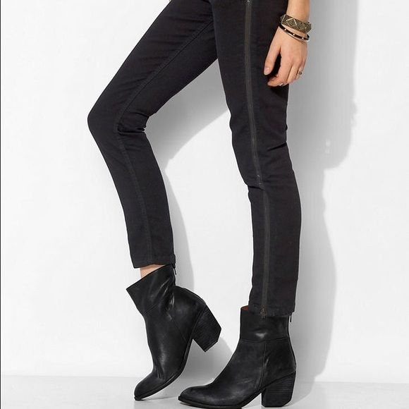 COURTSHOP Zipper Skinny Jeans Worn a few times. Zips on full length of both sides. COURTSHOP NYC JEANS X BDG. Black. Courtshop Jeans Skinny