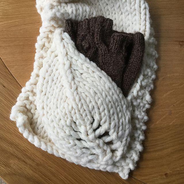 Ravelry: Leaf Pocket Scarf pattern by Hannah Gilly