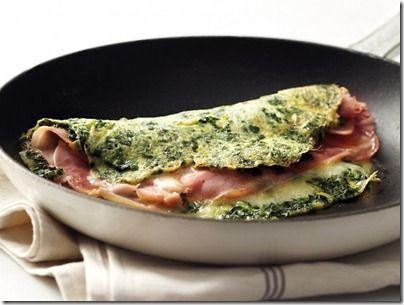 Cocina este delicioso omelet con espinacas y jamón, es una receta rápida y muy nutritiva.