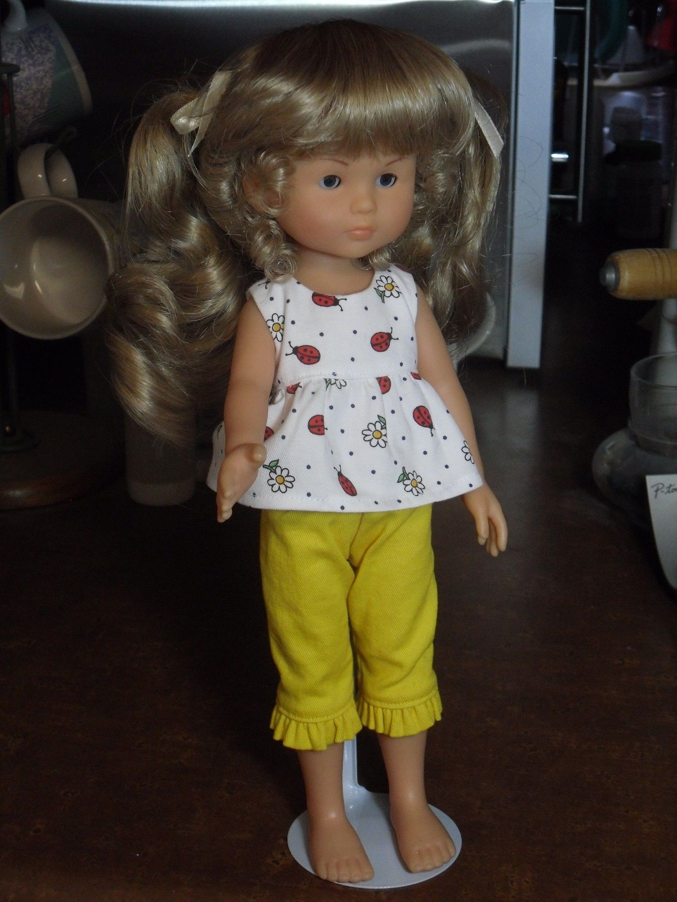 Les Cheries - Global Doll Wig - JANEY Size 9-10 BLONDE - Too big, but from the front it looks fine.  The back of the wig is way down on her neck.  Since I haven't found this in a smaller size, it will stay!  I think it's cute.