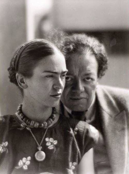 Wedding picture ideas. Frida Kahlo and Diego Rivera.