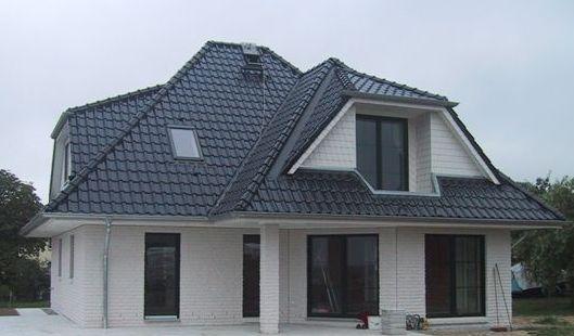 Einfamilienhaus Mit Walmdach Loggia Und Uberdachter Terrasse