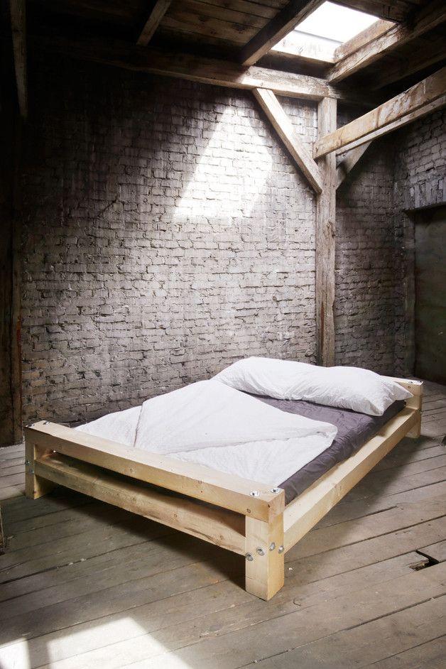 Bauholz Design-Bett, nach Ihren Maßen gefertigt   Lag bolts, Simple ...