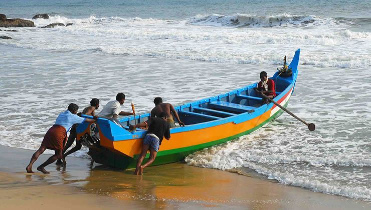 Kerala The Story Of India Photo Gallery Pbs Fishing Boats Boat Kerala