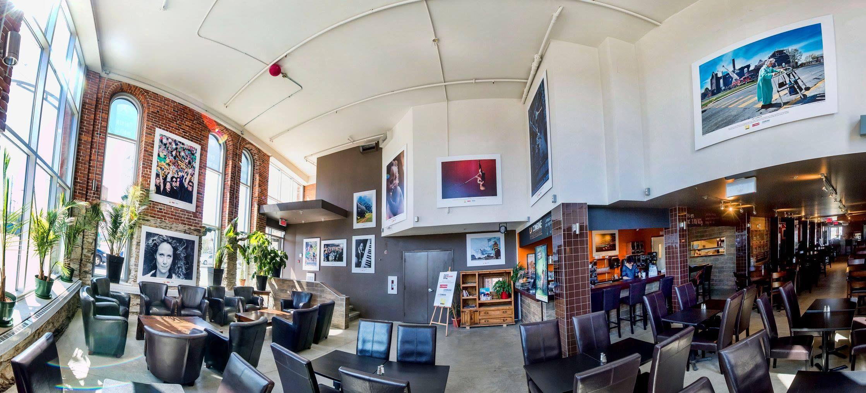 Située au cœur du centre-ville de Sherbrooke, la Combine est un établissement hybride où l'ambiance sympathique et confortable du café de quartier fusionne avec celle festive de la brasserie! La Combine, c'est l'alliance entre le passé et le présent, et entre le café et la bière.