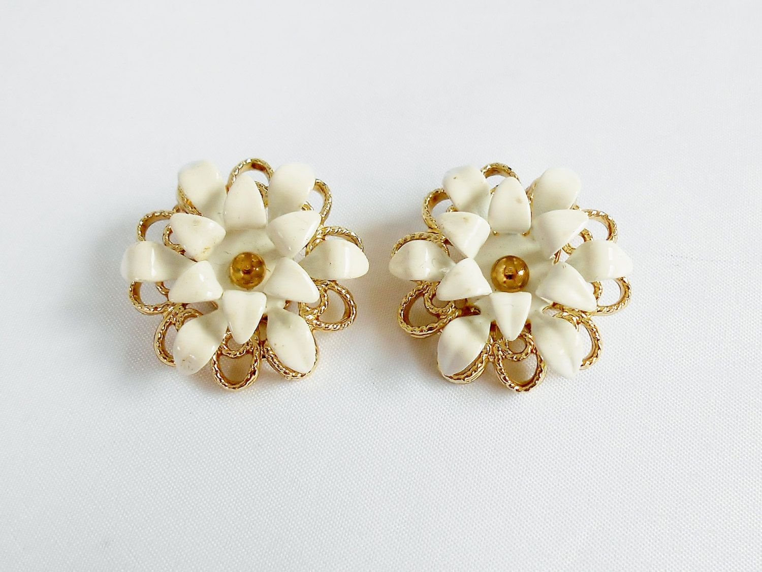 White Flower Earrings Sarah Coventry Gold Clip On Floral Vintage