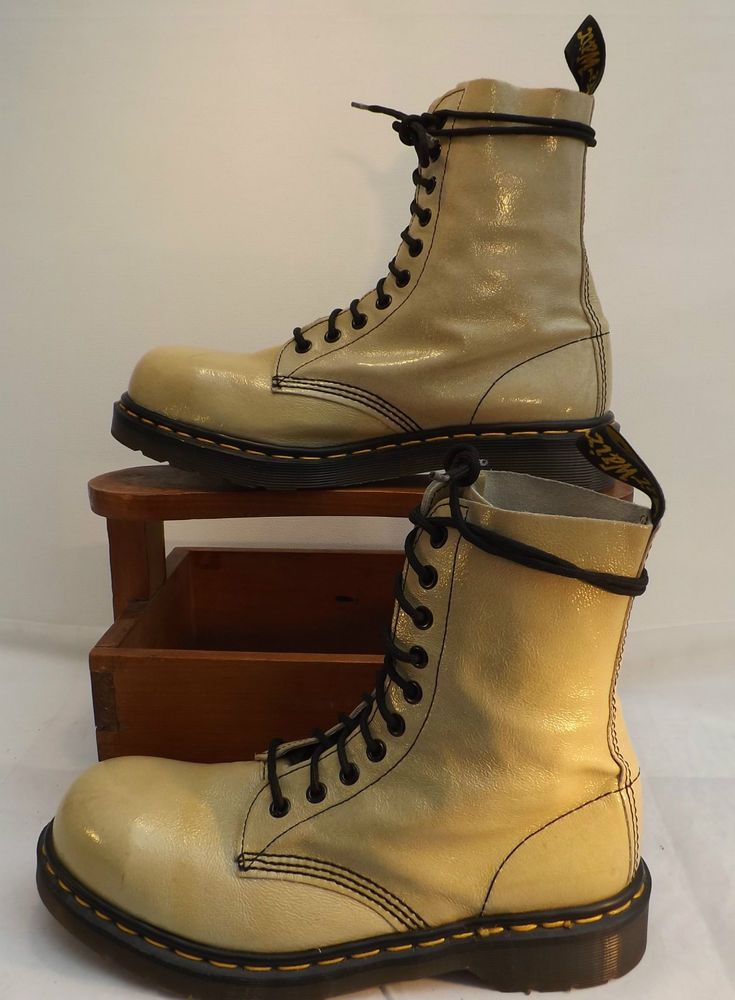 9e546f4f4ef0b Vintage DR Martens 1919 Cream patent Leather Steel Toe Cap Fashion Boot  size 7