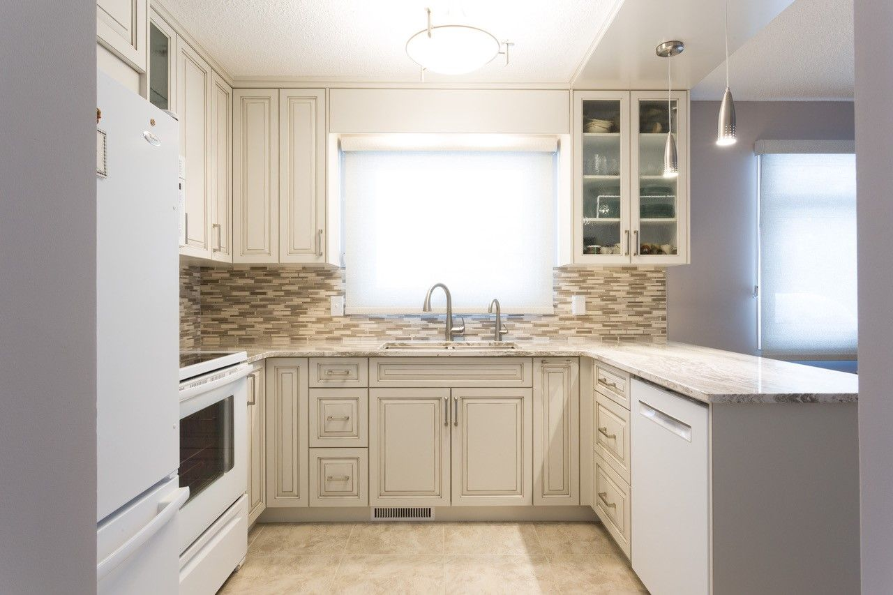 Kitchens Are Done By Dynasty Bathrooms See One Of Our 2 Winnipeg Showrooms Today For Some More Design Inspiration Bath Renovation Kitchen Kitchen Renovation