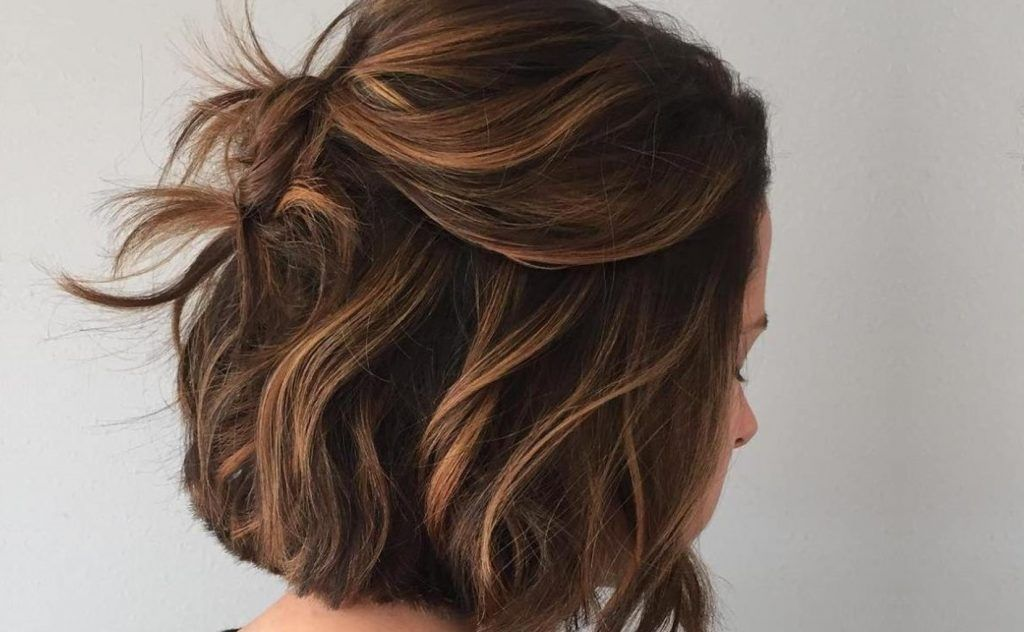 couleur ton sur ton avec Balayage caramel cheveux courts en