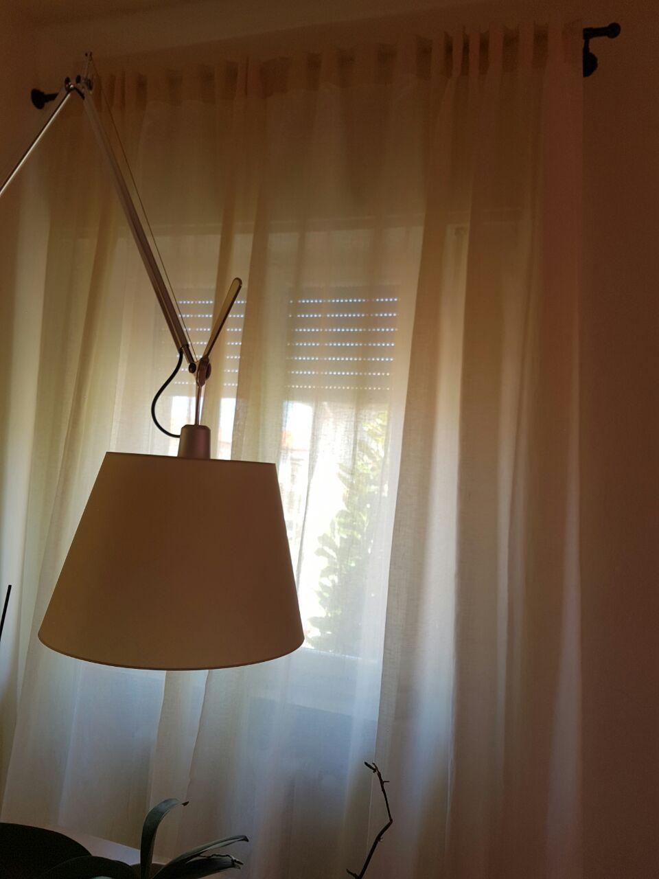 Tende Per Interni Con Anelli.Tenda In Lino Arricciata Ad Asole In Colore Chiaro E Con