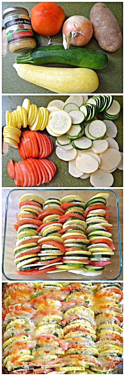 Sommergemüse Tian Kartoffeln, Zwiebeln, Kürbis, Zucchini, Tomaten ... in Scheiben geschnitten, mit Gewürzen und Parmesan belegt -
