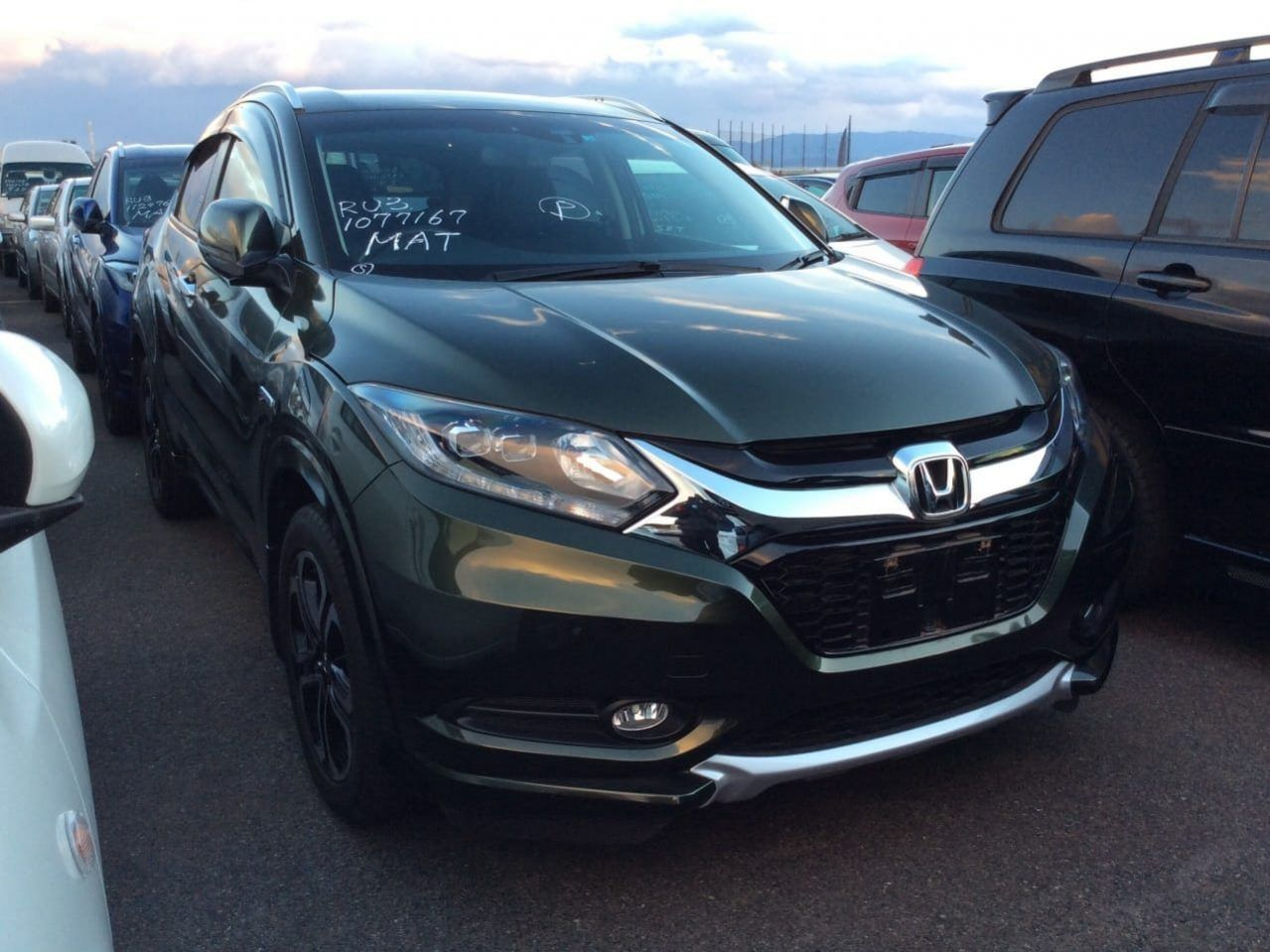 Honda Vezel for sale in Pakistan MILEAGE 19,000Km YEAR