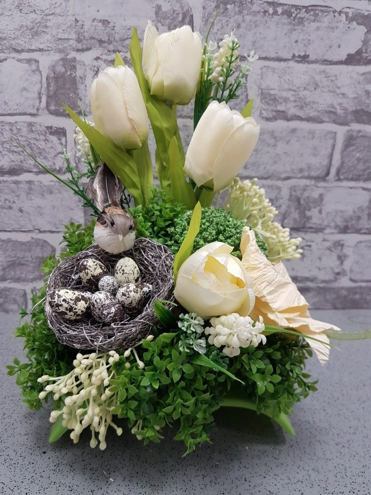 Pin By Bozena On Easter Decorations Easter Flower Arrangements Easter Flowers Easter Wreaths