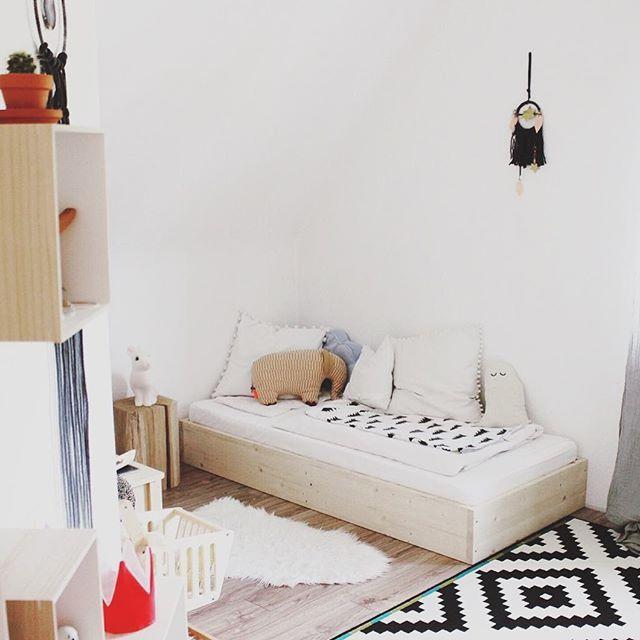 Auf dem Blog gibt es heute eine kleine House Tour mit Anne @charlottelovesitwild • There is an inspiring Home Tour on the blog #linkimprofil #kidsroom #floorbed #interior #familyhome #housetour