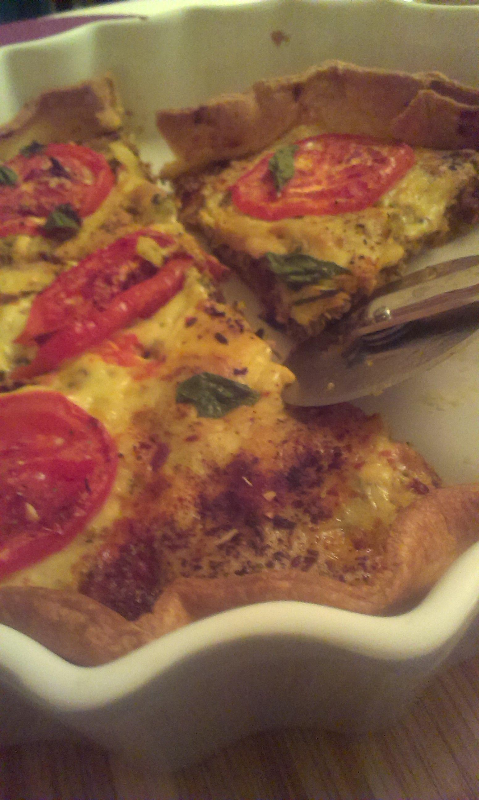Tarta z kurczakiem, brokułami, suszonymi i świeżymi pomidorami. Pycha!