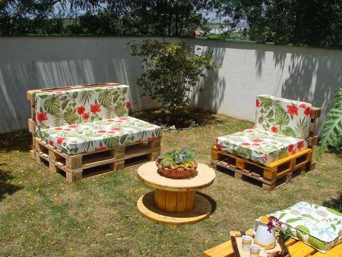 Great ideas on garden furniture made of pallets Modern