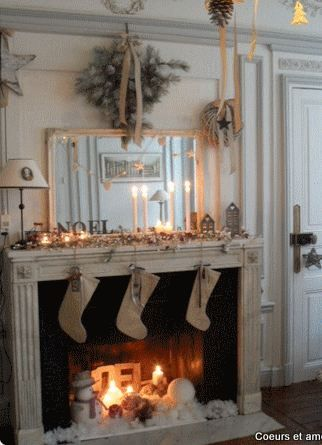 Love this Christmas Mantel and Christmas Decor ❥ Christmas