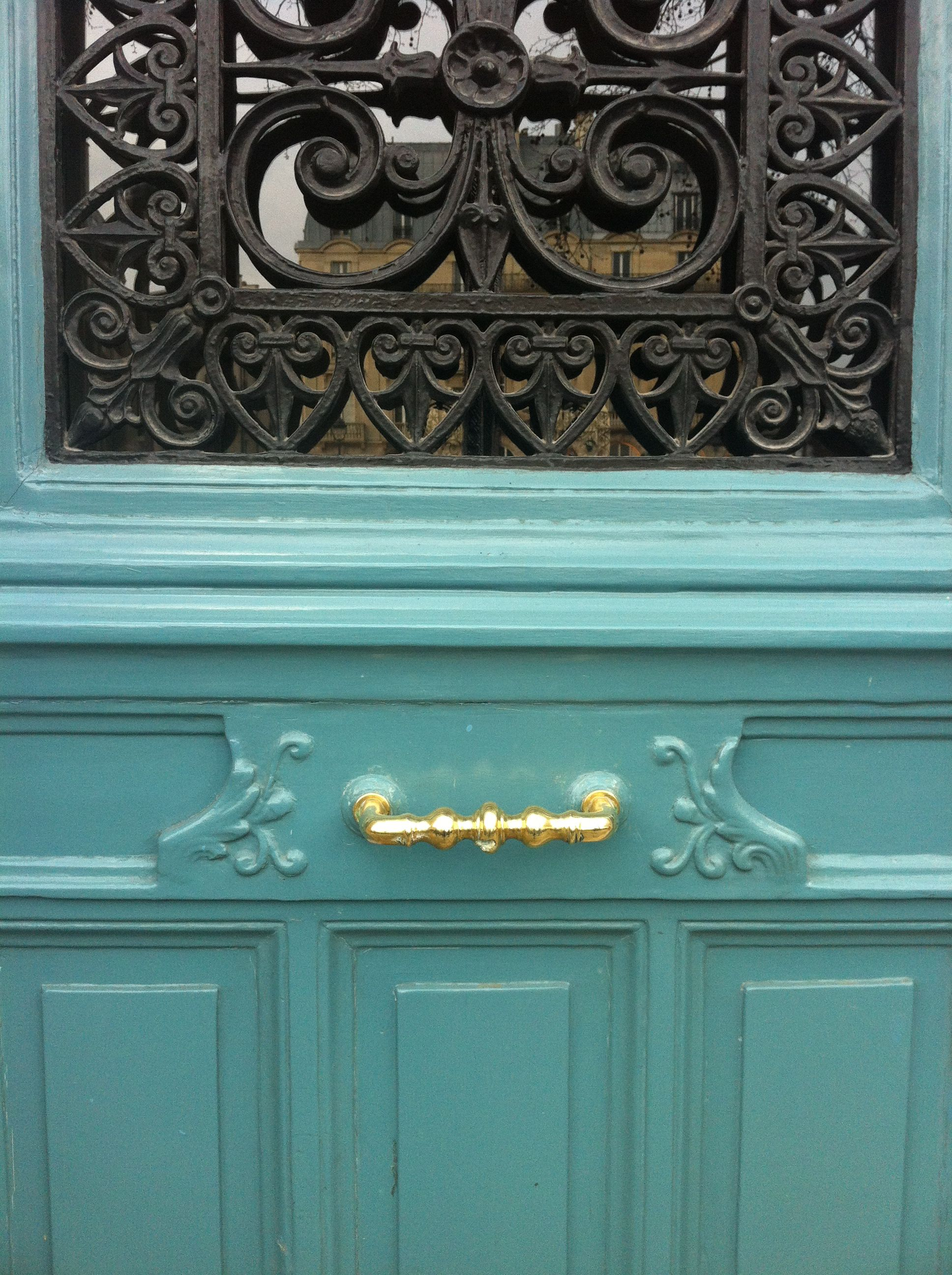 Pretty door / Paris in the spring