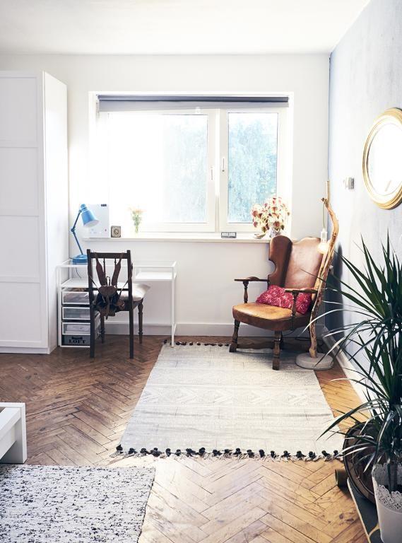 WG-Zimmer-Einrichtungsinspiration: Dielenboden, Teppich ...
