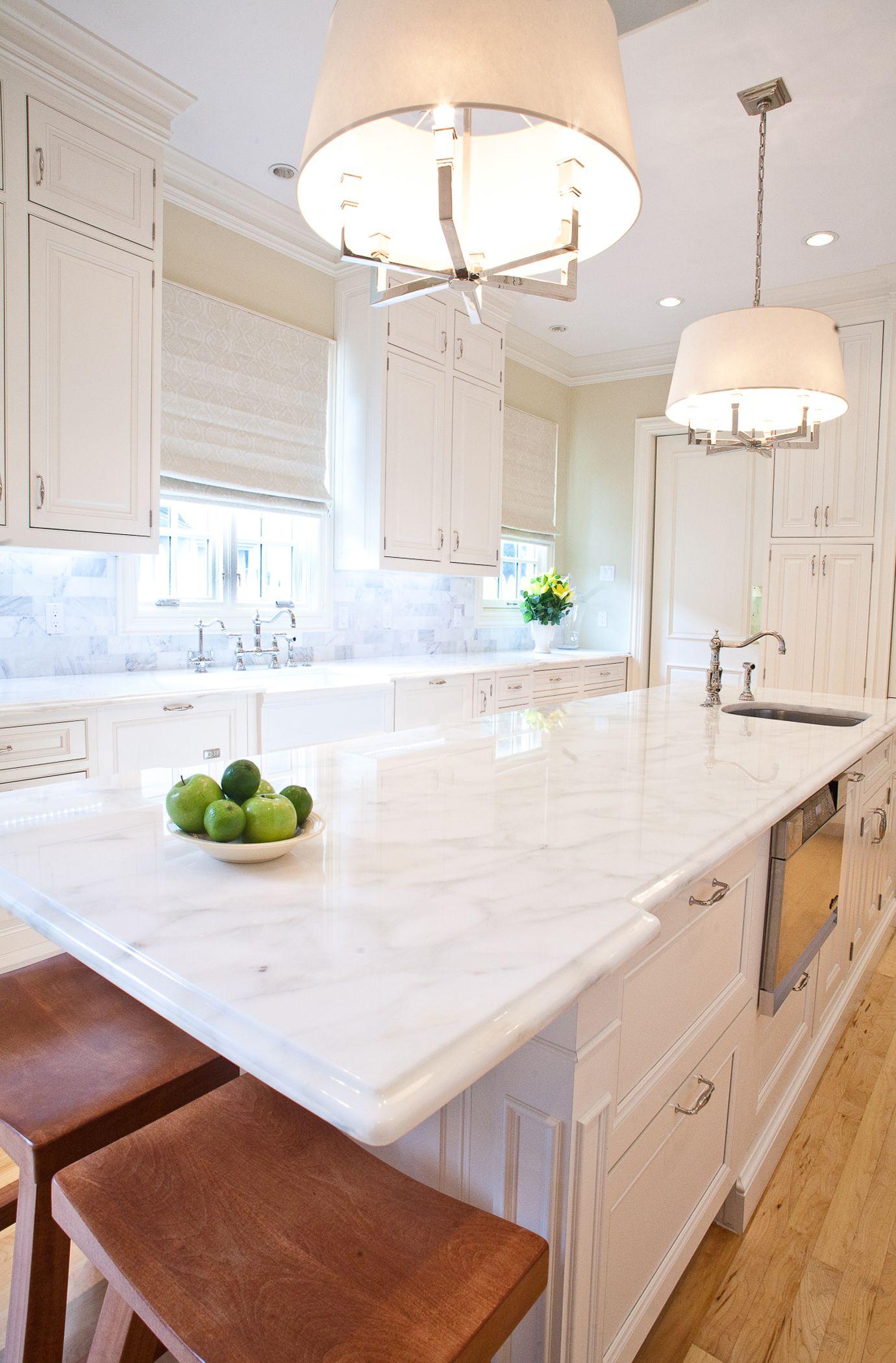 Classic white kitchen, marble countertop and backsplash, kitchen ...