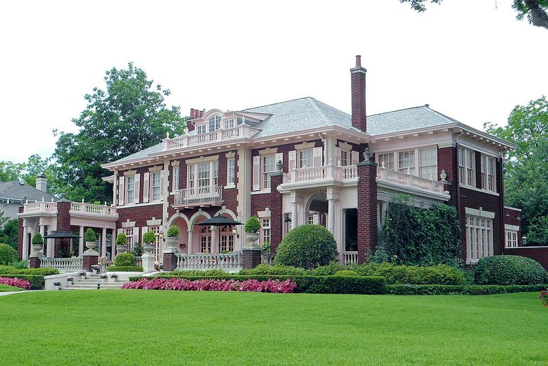 Colonial Revival Style Mansion Swiss Avenue Mansions Old Mansions Abandoned Houses