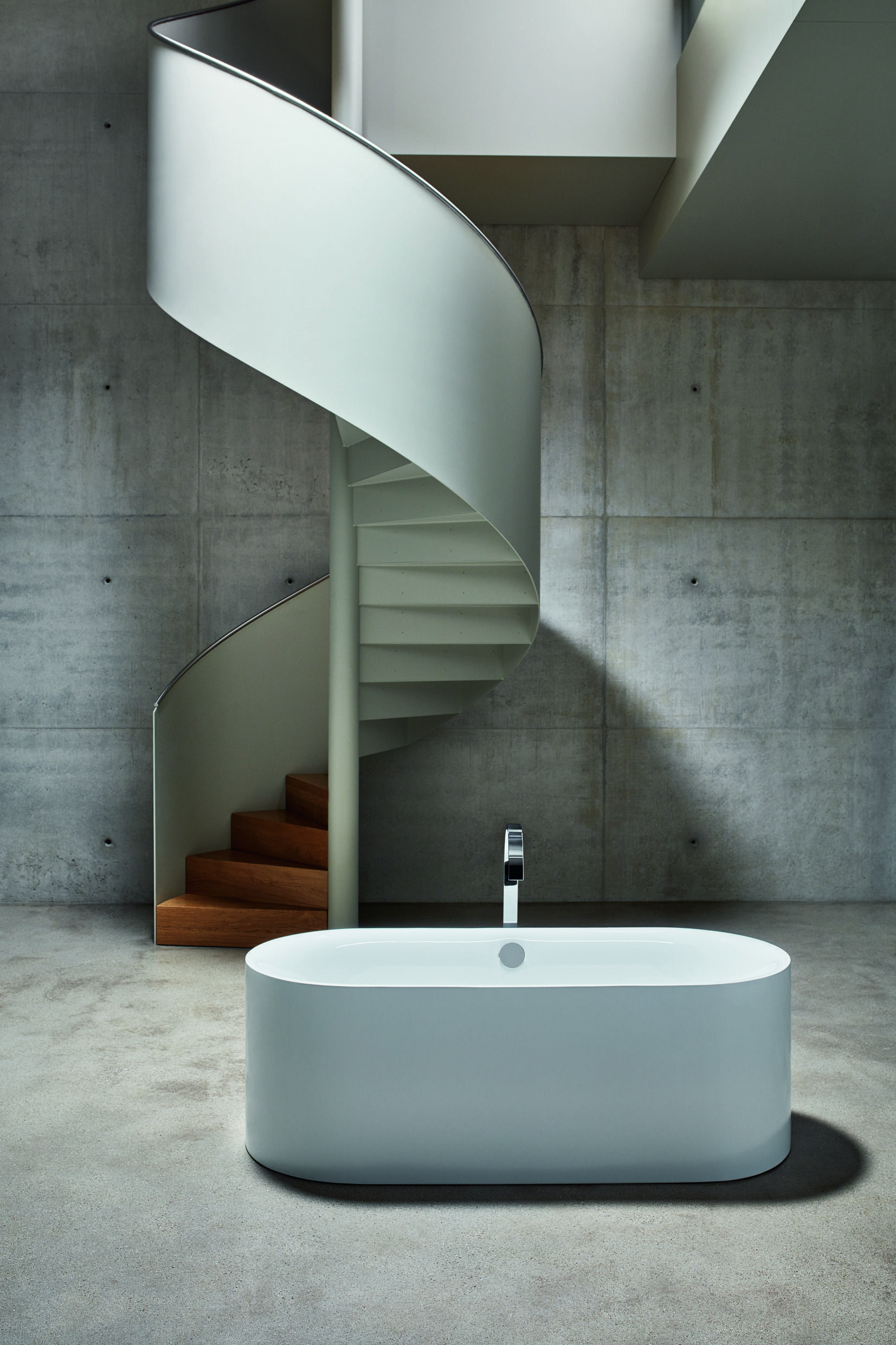 Bettelux Oval Strong Charismatic Charming This Is The Sort Of Bath That Would Buy You Flowers Any Day Of Round Stairs Bathroom Design Staircase Wall Decor