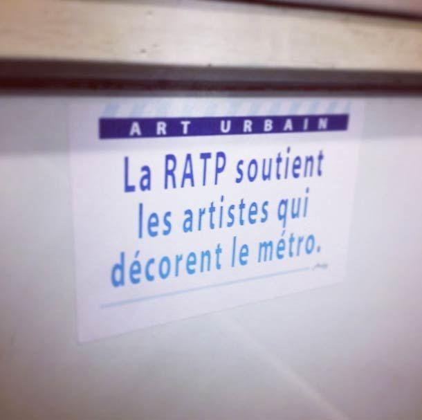 Depuis quelques temps, le street artist bordelaisARDPG, basé à Paris, s'amuse à coller de faux panneaux et messagesdans le métro parisien, parodiant les