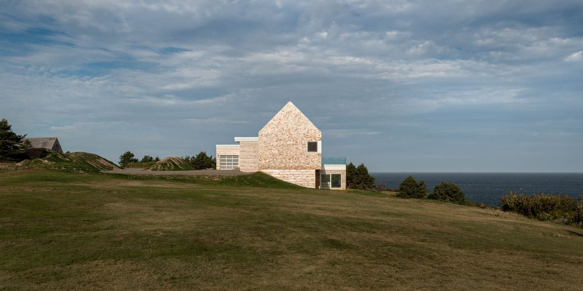 High Quality Minimalist Slope House Blends With Natural Surroundings