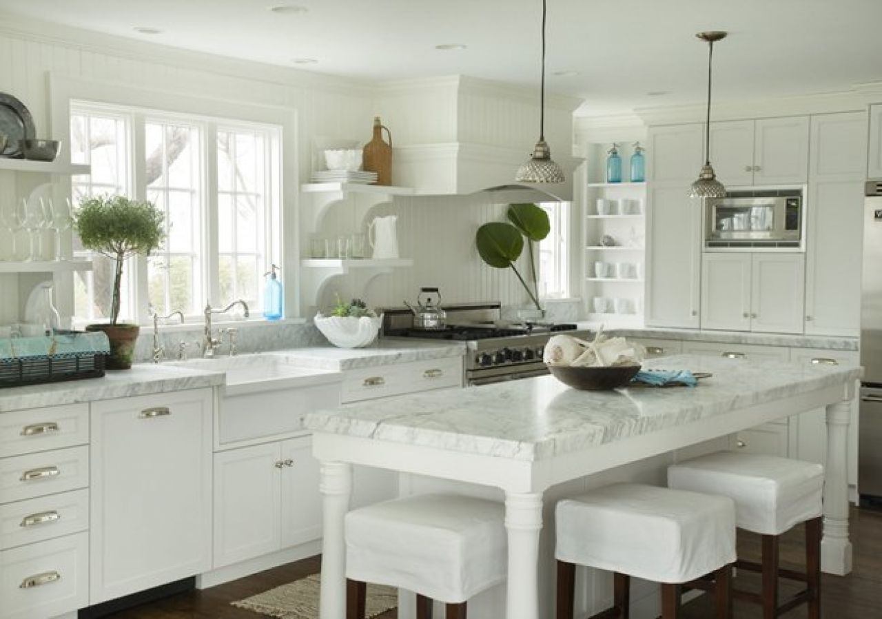 Lovely creamy white kitchen design with shaker kitchen for Kitchen designs in kashmir