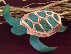 This sea turtle ornament is crafted by hand in Arizona!    www.thewhitestarfish.com/holiday