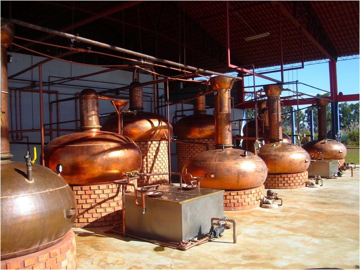 Alambique Com Imagens Alambique Cachaca Producao De Cachaca