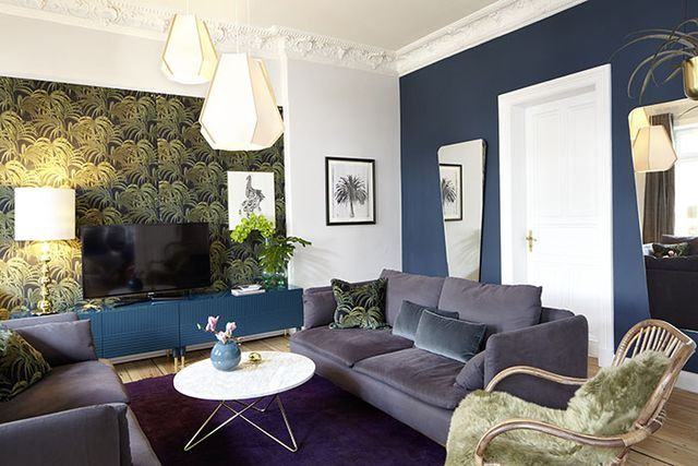 Heute: Unser neues Wohnzimmer. Oder: Wie man einen Riesenfernseher versteckt und es sich auch mit Gästen gemütlich macht.