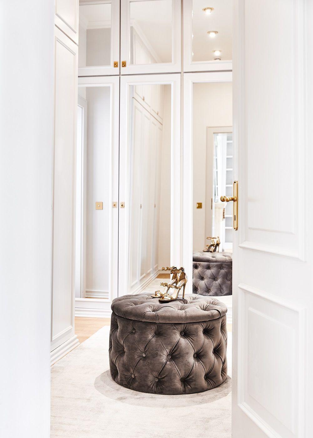 Hocker I Sitzhocker Online Kaufen I Westwingnow Ankleidezimmer Goals Der Wunderschone Samt Hocker Chest Desire Sorgt Fur In 2020 Ankleide Zimmer Bett Dekor Hocker