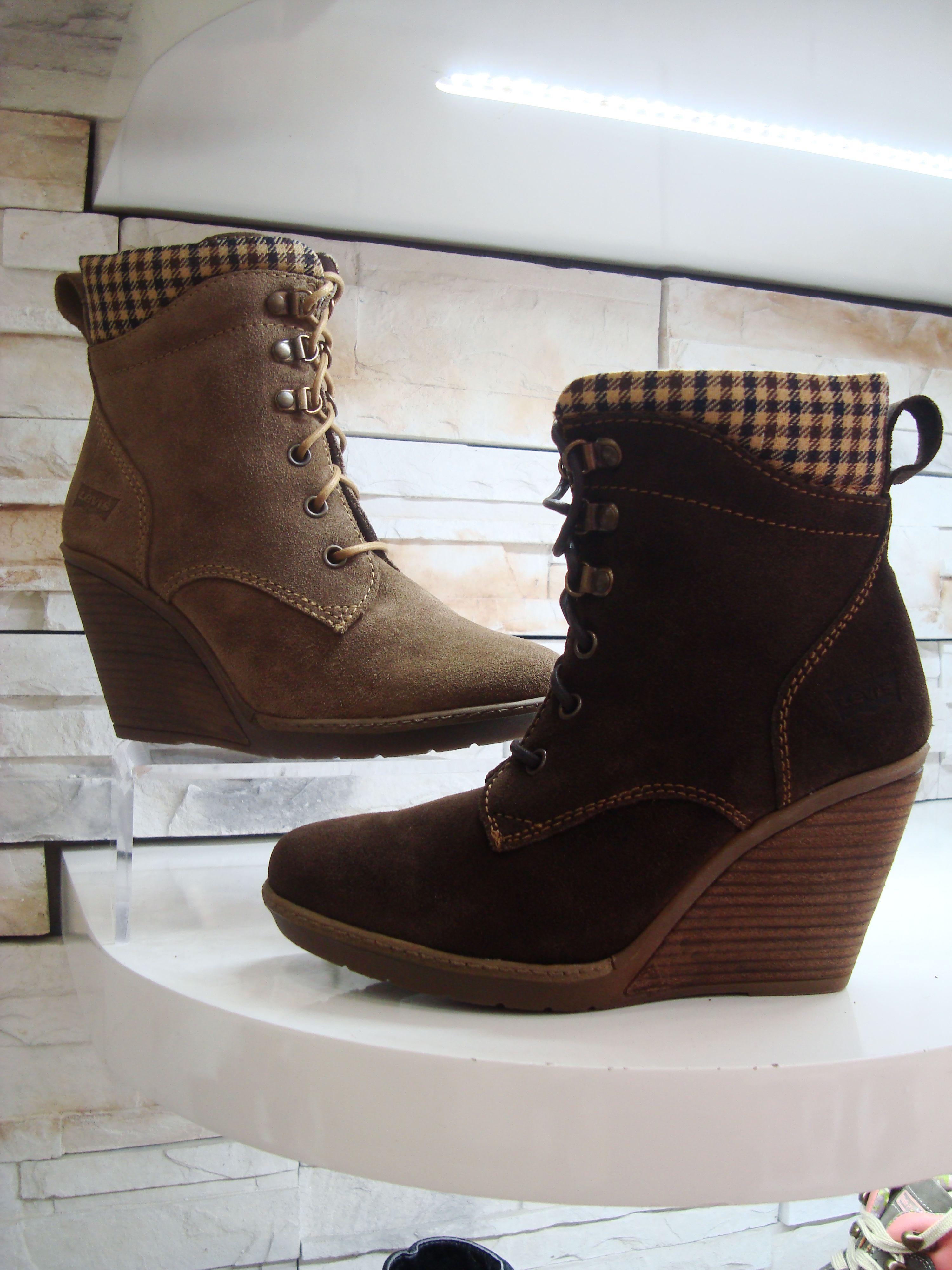 9aba7655810c Unas botas con tacón corrido complementan tu outfit otoño jpg 3000x4000  Tacon corrido botas largas para