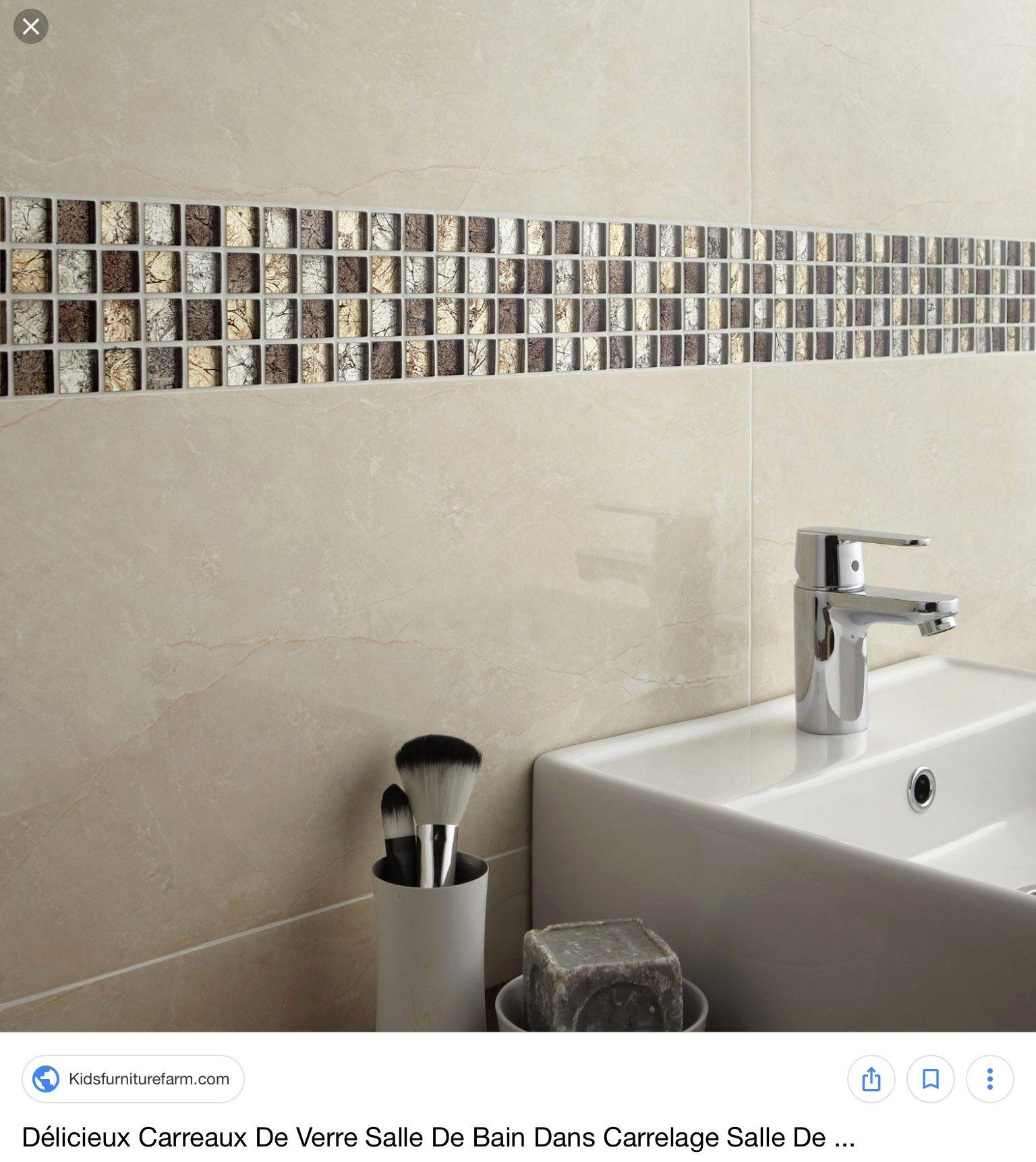 salle de bain beige frise dore