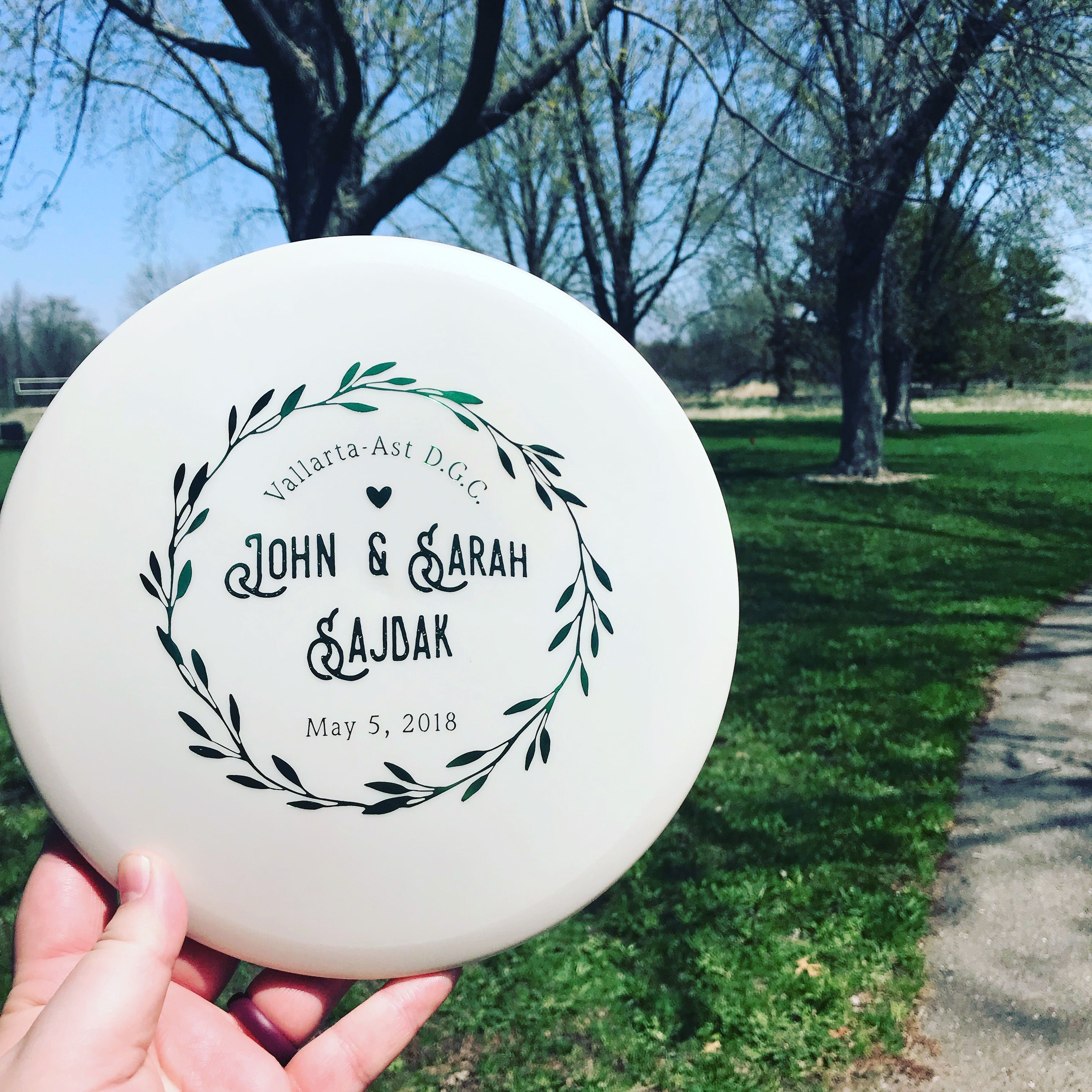 Wedding favor ideas for a park wedding: customized disc golf putters ...