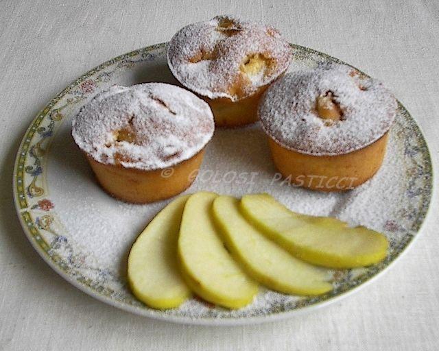 I muffin alle mele di Benedetta Parodi mi sono piaciuti molto perchè non contengono nè burro, nè latte ma tanto buon succo di mela, ho preso appunti ed ecco