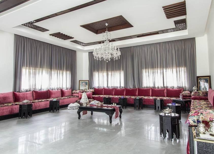 Trouvez chez les décorateurs en ligne un excellent modèle de faux plafond moderne de grande