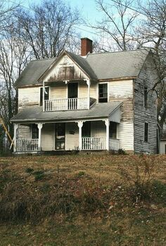 I Will Have A 2 Story Porch Some Day Abandoned Farm Houses Old Farm Houses Abandoned Houses
