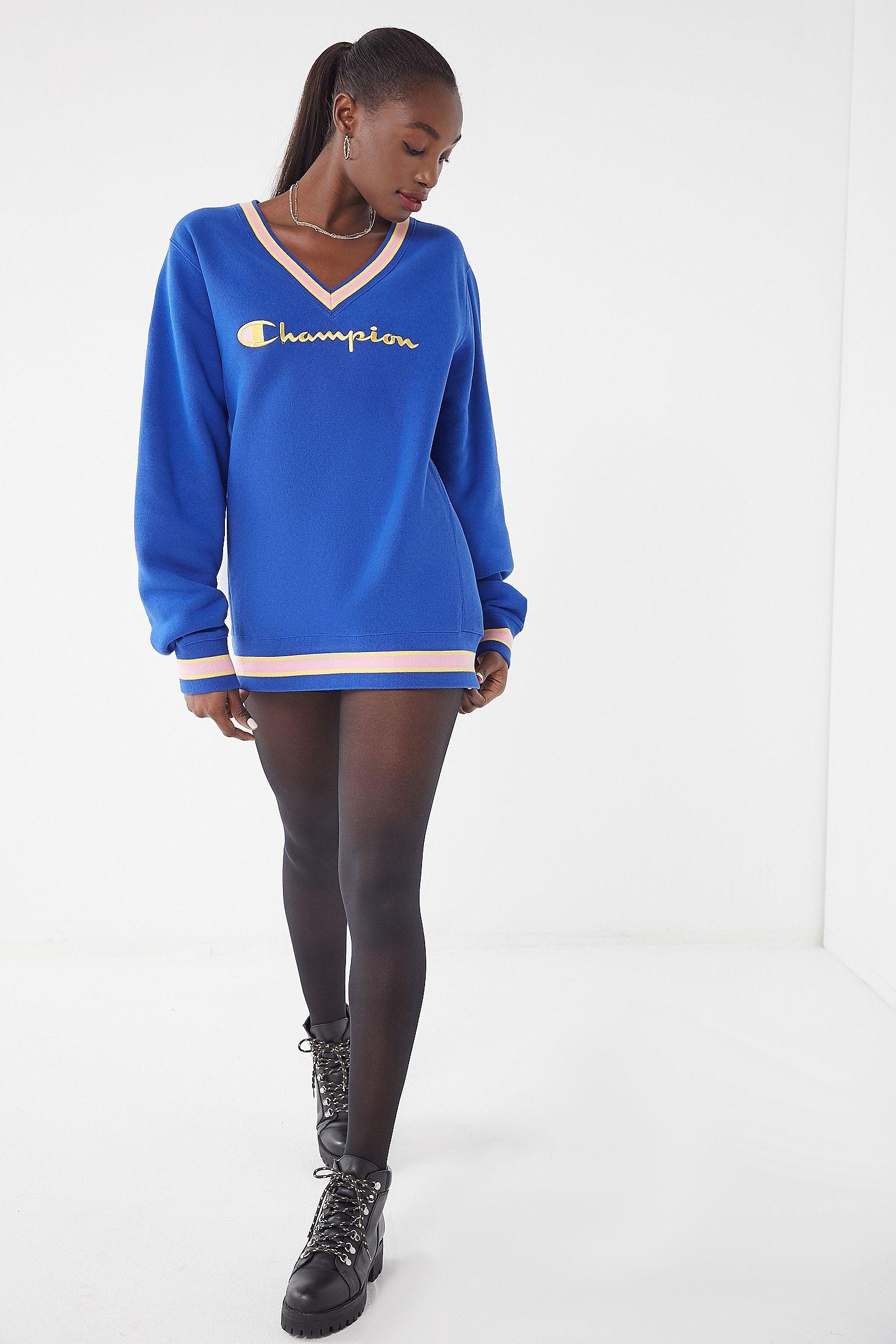 Champion UO Exclusive Fleece VNeck Sweatshirt Cute