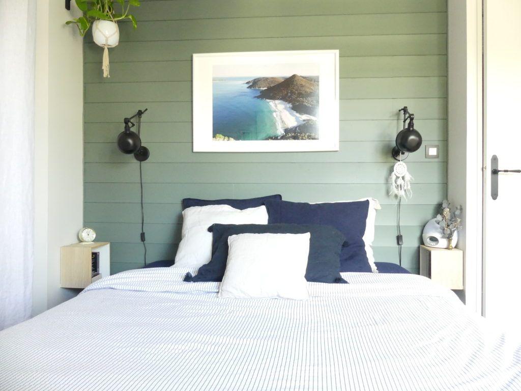 Décoration chambre tête de lit lambris bois peint vert Green Smoke ...