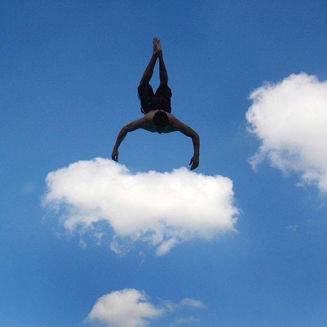 2011 #Germania, dagli archivi dell'Ansa. Un #salto dal trampolino e' un pò come #volare tra le #nuvole #jump #fly #sky #clouds #life #love #nature #photooftheday #bestpicture Guarda su ANSA.IT le grandi foto dal mondo