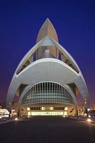 Teatro De La ópera Palacio De Las Artes Reina Sofía La Ciudad De Las Artes Y Las Ciencias Ciudad De Las Ar Spanish Architecture Amazing Architecture Valencia