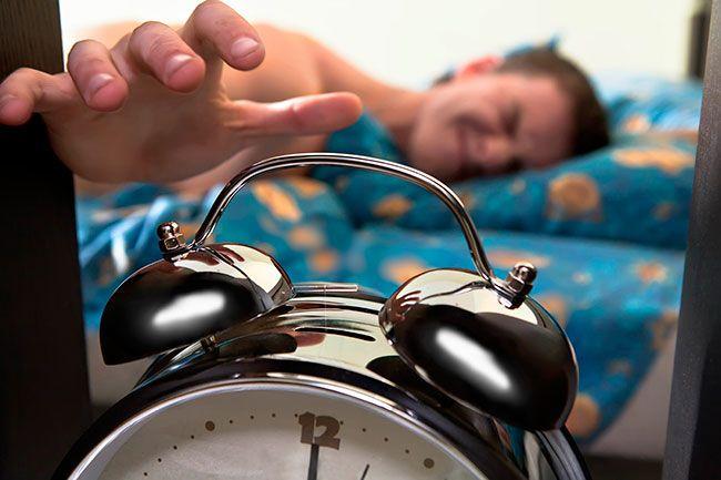 MADRUGANDO Escrito por Coma_cero. Publicado en Monólogos ¿No habéis tenido nunca la sensación de levantaros pronto para llegar tarde ? Enlace al artículo: http://www.malditoinsolente.com/index.php/hablemos/con-sentido-del-humor/monologos/3643-madrugando