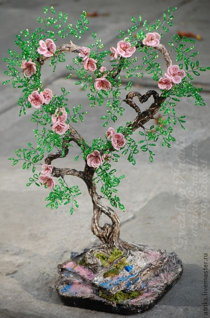 `ЛЮБЛЮ` дерево сердце из бисера. Работа выполнена из гипса, бисера. Цена зависит от качества и производителя материала ( Китай, Чехия...) такое дерево можно выполнить в любом цвете и в любой форме, любой сложности! к каждому клиенту индивидуальный…
