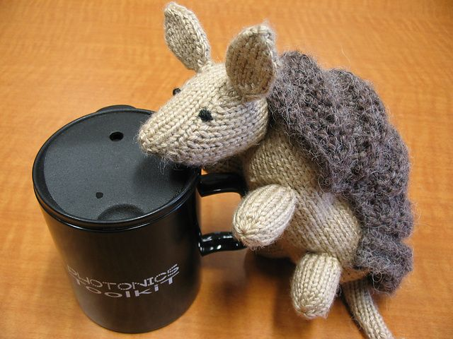Gotta love a \'Dillo! Free Ravelry pattern Don the Dillo (knit ...