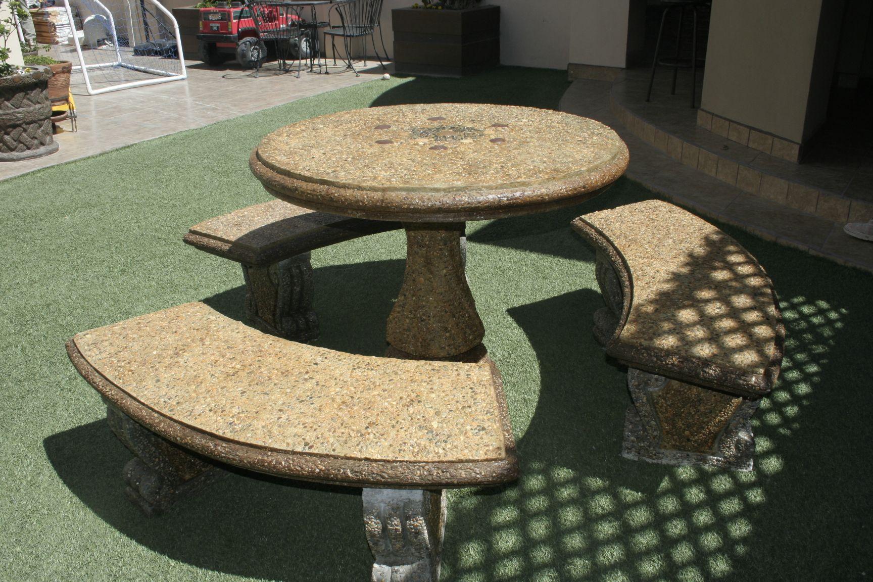 Mesa de cemento con piedra incrustada decorativa color ambar y chocolate jardines pinterest - Mesas de piedra para jardin ...