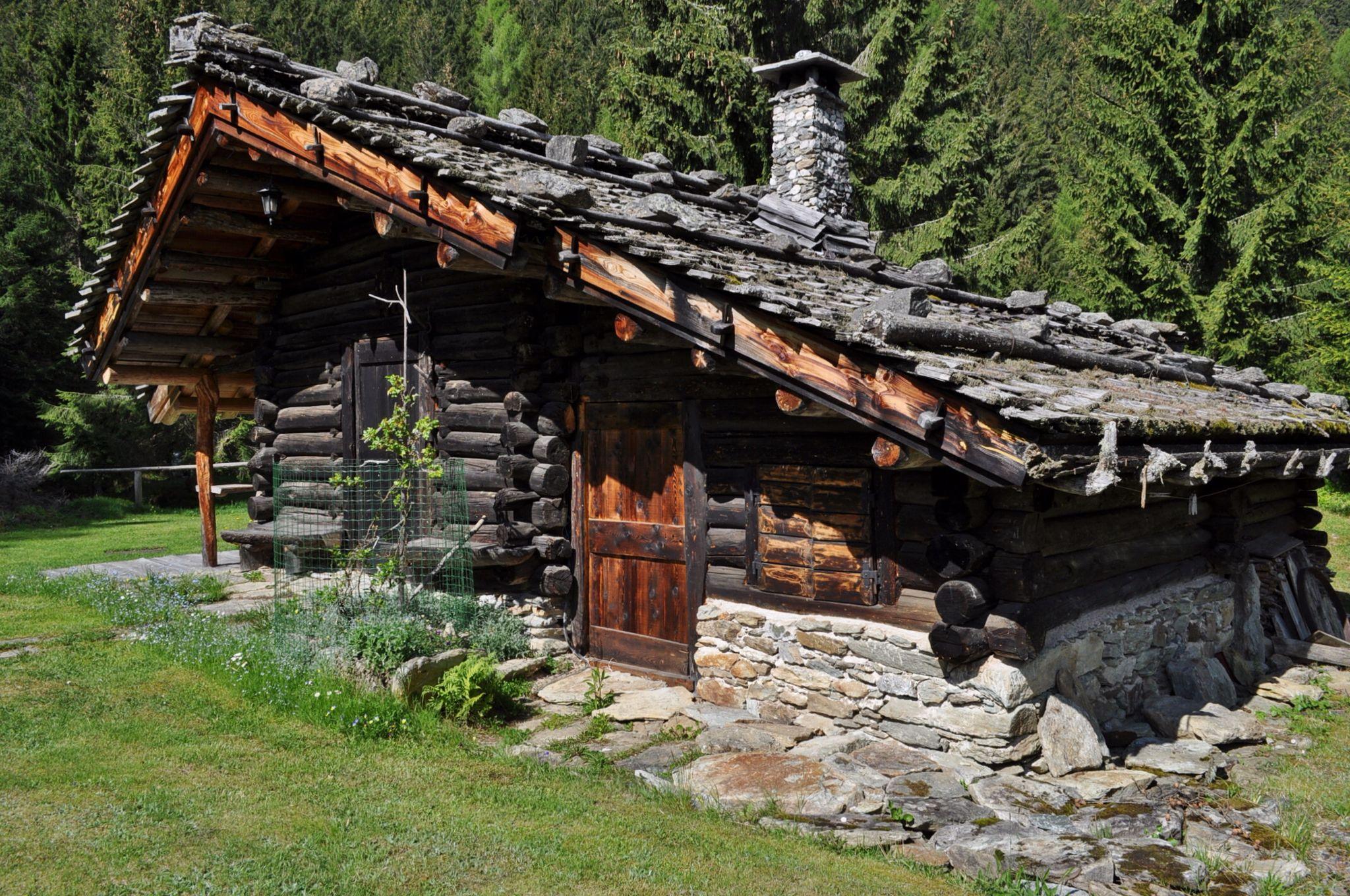 Dismoni cabin house cabins pinterest baite for Piccole cabine rustiche