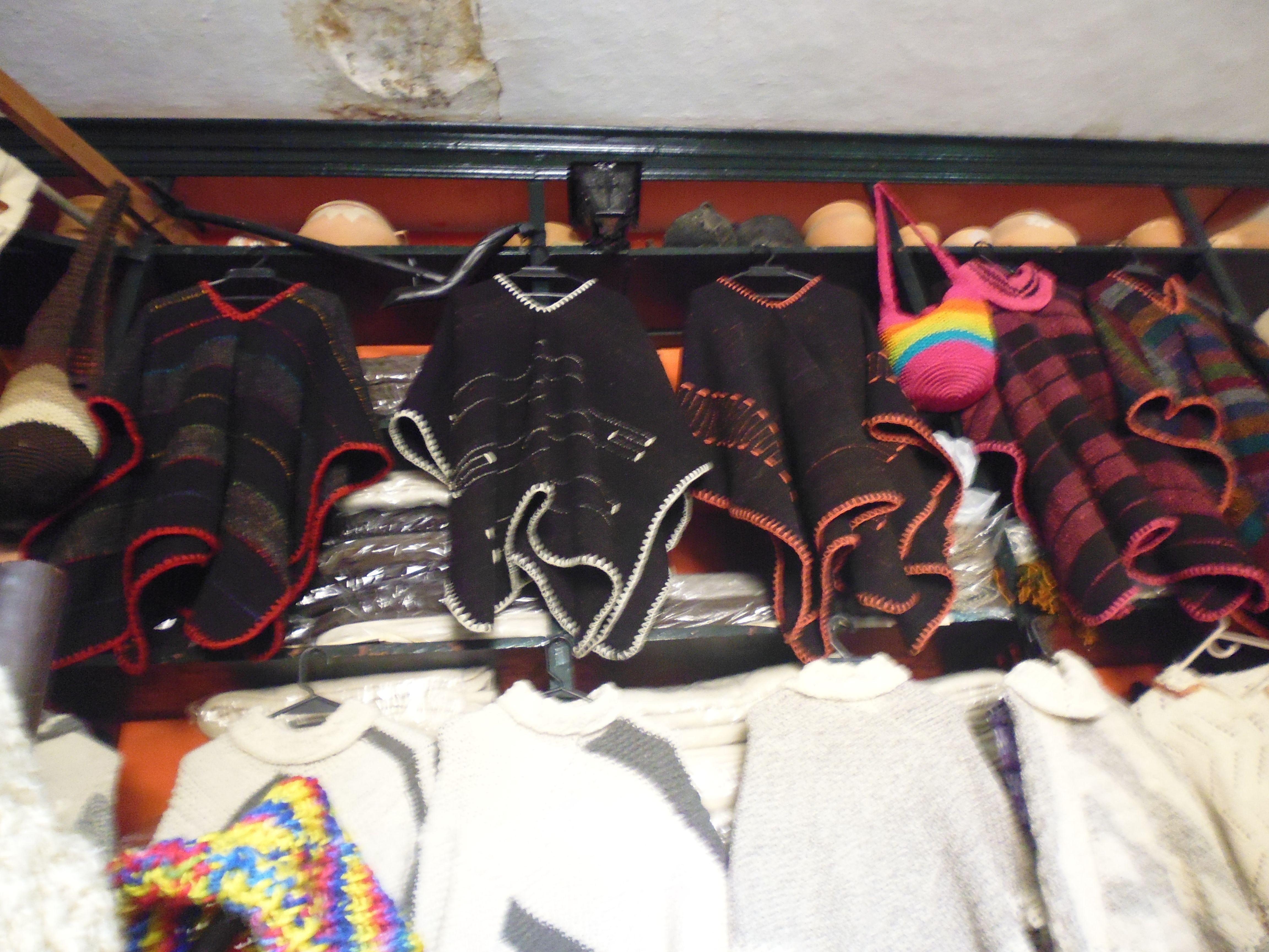 fabricación de ruanas y cobijas en pura lana es muy necesaria.....