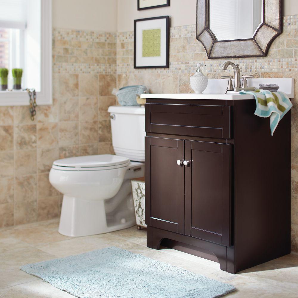 Si tienes paredes claras los muebles oscuros resaltar n Home depot banos pequenos